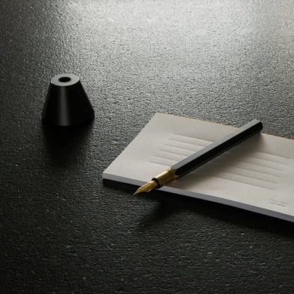 Brassing ystudio fyllepenn på bord